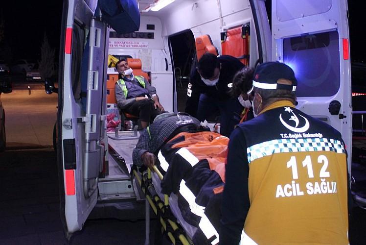 İşçi servisi devrildi: Yaralılar var