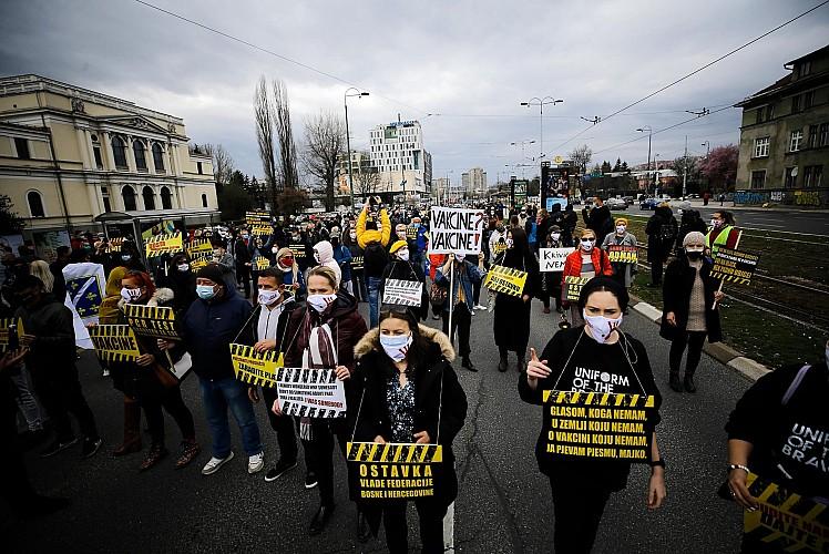 Hükümetin salgınla mücadelesi protesto edildi