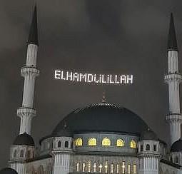 Taksim Camii'nin ilk mahyası: Elhamdülillah
