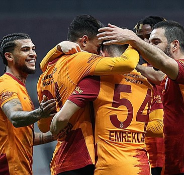 Lider Galatasaray galibiyet serisini 8 maça çıkardı