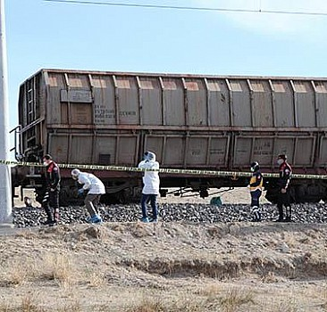 Niğde'de yük treninin çarptığı kişi öldü