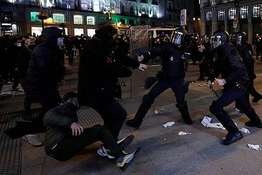 İspanya'da olaylı gün! 43 yaralı
