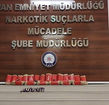 Van'da 16 kilogram 958 gram uyuşturucu ele geçirildi