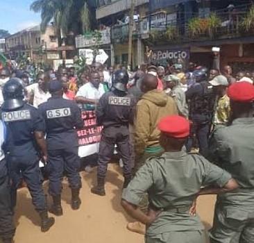 Kamerun'da halk polis şiddeti için ayaklandı