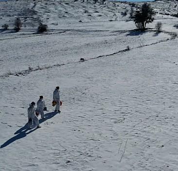 Aşı ekibi kar kış dinlemiyor, şifa dağıtıyor