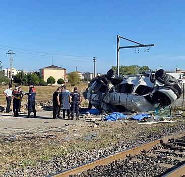 Tekirdağ'da tren minibüse çarptı: 4 ölü