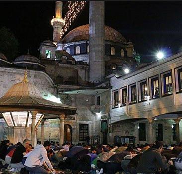Ramazan ve oruç: Sosyal birliğin en önemli tezahürü