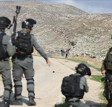 İsrail askerleri 8 Filistinli'yi yaraladı