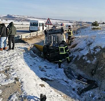 Taksi şarampole devrildi: 1 ölü, 2 yaralı
