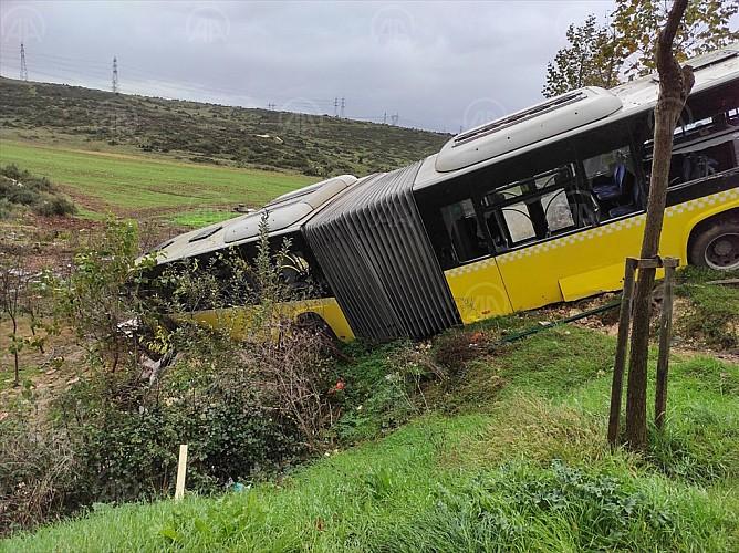 Başakşehir'de İETT otobüsü devrildi