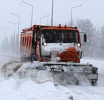 62 köy yolunda ulaşıma kar engeli