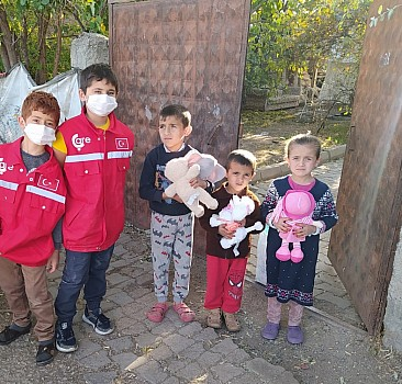 Elâzığ'da Minik Çare Gönüllüleri Oyuncak ve Gıda Yardımı Dağıttı