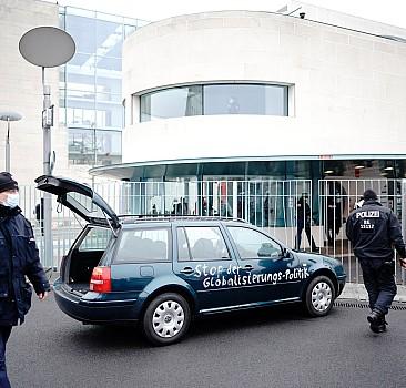 Almanya'da Başbakanlık binasına saldırı girişimi