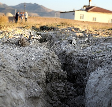 Konya Ovası'ndaki yarıklar yerleşim yerlerine ulaştı
