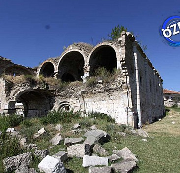 Tahmaz'daki Eski Kilise harabe oldu