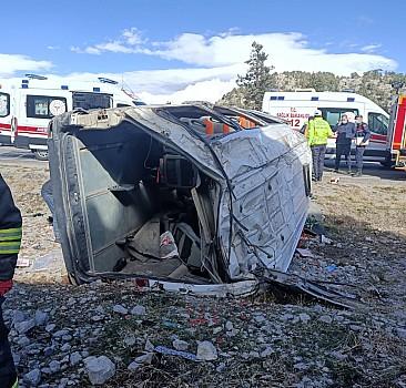 Konya'da minibüs devrildi: 13 yaralı