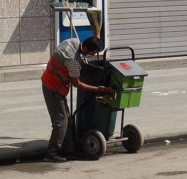 Temizlik işçisi sosyal medyada gündem oldu