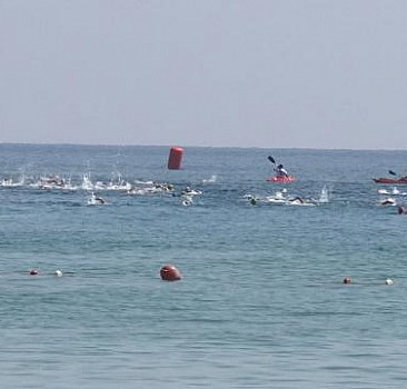 Kapalı Maraş'ta yüzme maratonu
