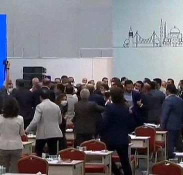 İBB Meclisi'nde kavga!