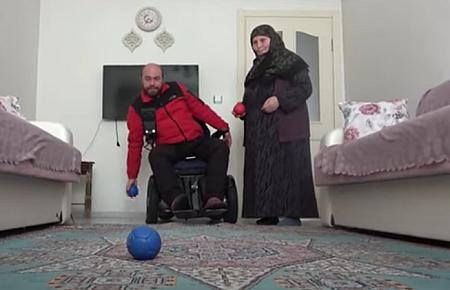 Sivaslı Muhammed'in nadir hastalıkla mücadelesi tüm hastalara örnek oluyor