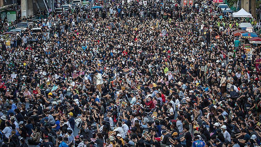 Tayland yine karıştı