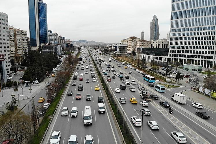 Kısmi kapanma öncesi İstanbul'da yoğun trafik