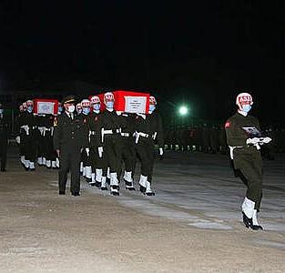 Şehit askerler için tören düzenlendi
