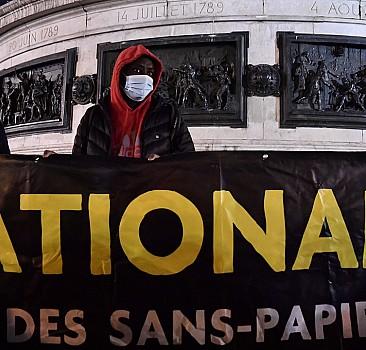 Paris'te sığınmacılara destek gösterisi