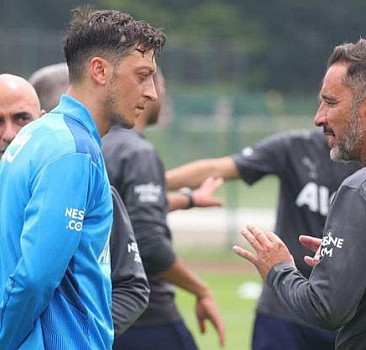 Mesut Özil'den Pereira'ya övgü