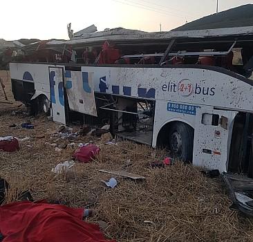 Balıkesir'de yolcu otobüsünün devrilmesi sonucu 14 kişi öldü, 18 kişi yaralandı