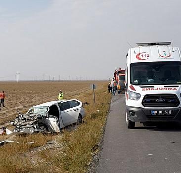 Otomobil tıra çarptı: 1 ölü, 1 yaralı