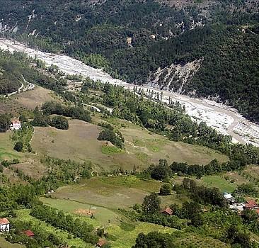 Selden zarar gören köylere elektrik verilmeye başlandı