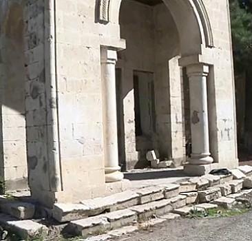 Karabağ'da tarih de yok edildi