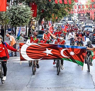 Azerbaycan'a bisikletli destek turu