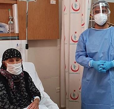 104 yaşındaki kadın koronavirüsü yendi