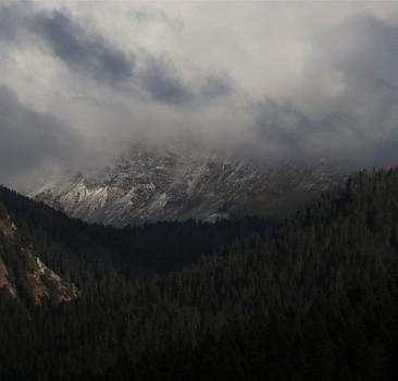 Ilgaz Dağları'na mevsimin ilk karı düştü