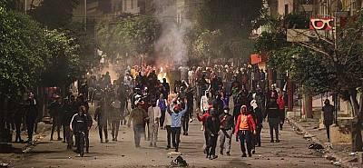 Tunus karıştı! 1000'den fazla gözaltı..