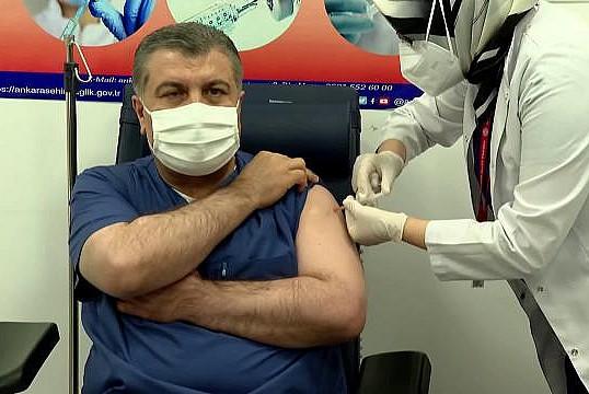 Aşı yaptırmak zorunlu mu? Kimler aşı olacak? Koronavirüs aşısı ücretli mi?