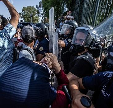 Tunus'ta  Al Jazeera ofisine baskın