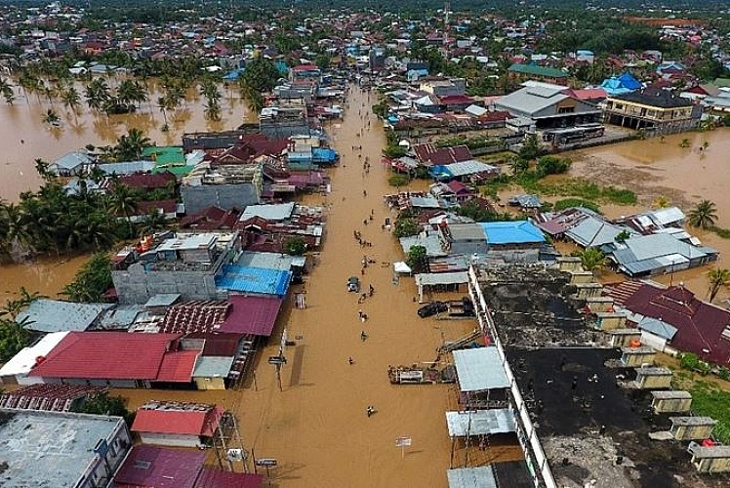 Endonezya'ya sel felaketi