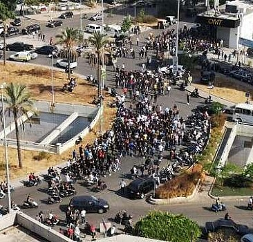Beyrut'ta ordu sokağa indi