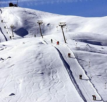 Kayak merkezlerinde en fazla kar kalınlığı Hakkari'de