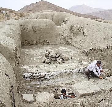 Çavuştepe Kalesi'nde kadın yöneticinin mezarı bulundu