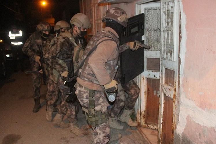 12 ilde terör operasyonu: Gözaltılar var