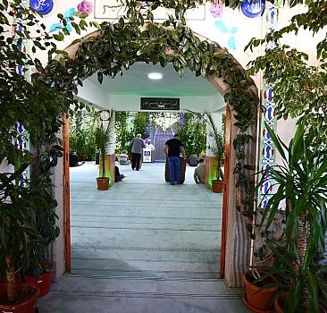 Nevşehirli imam camiyi adeta botanik bahçesine dönüştürdü
