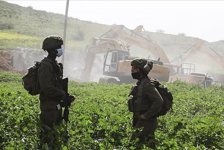 İşgalciler Şeria'da yapım aşamasındaki 3 evi yıktı
