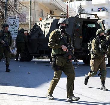 İşgalcilerin yaraladığı Filistinli çocuk hayatını kaybetti