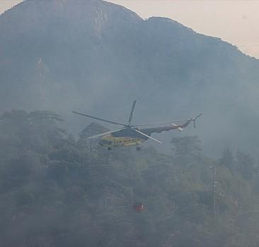 Kemer'de çıkan orman yangınına müdahale ediliyor