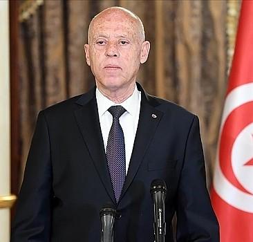 Tunus'ta 5 üst düzey yetkili azledildi