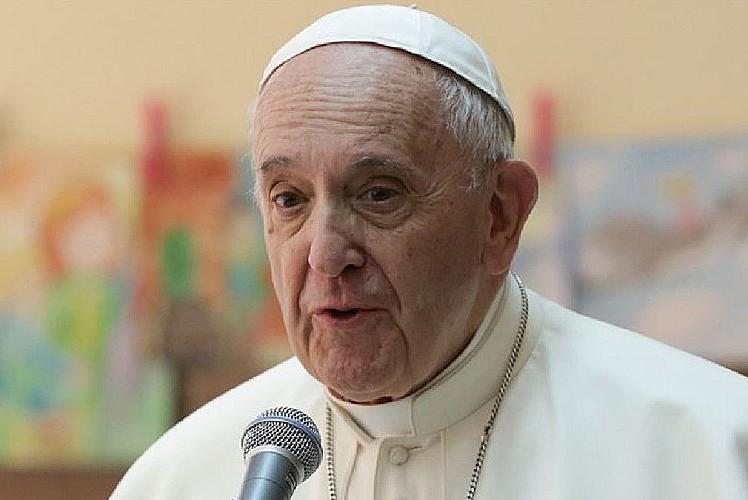 Papa aşı oldu